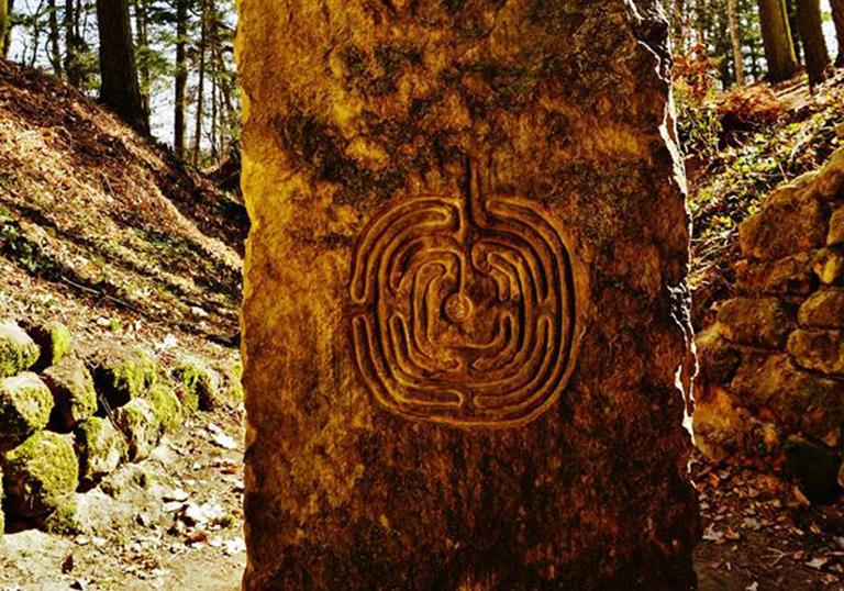 10. Prstový labyrint
