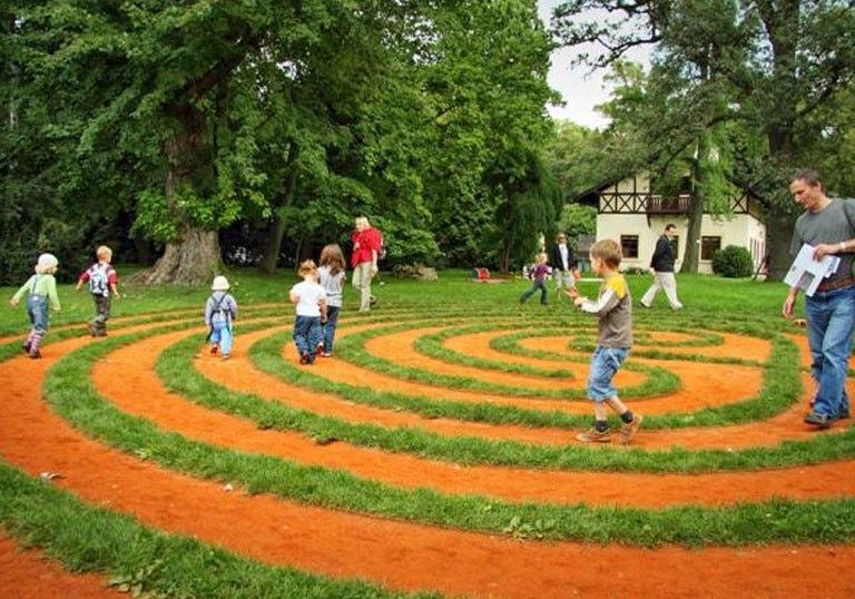 3. Travnatý labyrint