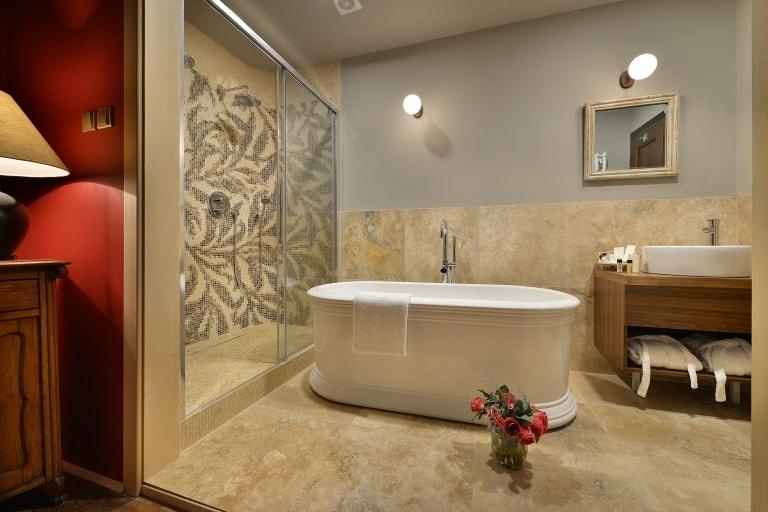 2017 nové koupelny v hostinském křídle obr.33
