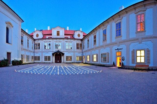 Snídaně s Novou - naživo ze zámku Loučeň