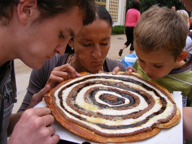 Zámek z cukru a koláče se zapečenými mincemi si nenechalo ujít téměř dva tisíce lidí