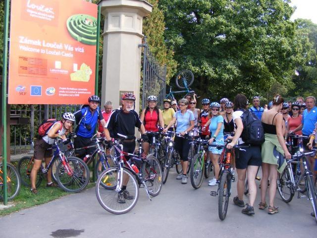Moderátor Michal Jančařík zabloudil na kole v tisovém bludišti. Dívejte se na Cyklotoulky