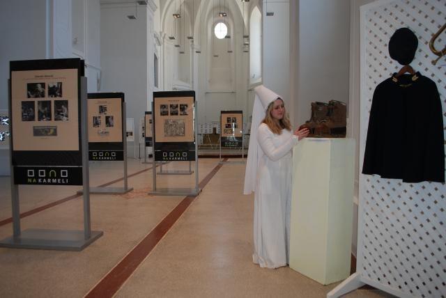 Bílá paní půjčila boty kočího na poštovní výstavu v Mladé Boleslavi