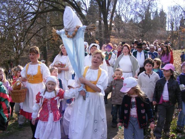 Velikonoce: řehtačkový průvod a zábava se Saláty