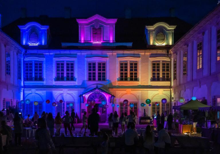 Světelná  a hudební show každý den v 18:00